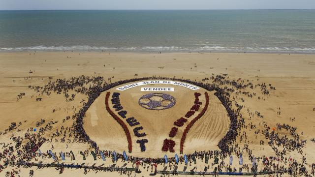 25 000 amateurs de foot sur la plage de st jean de monts